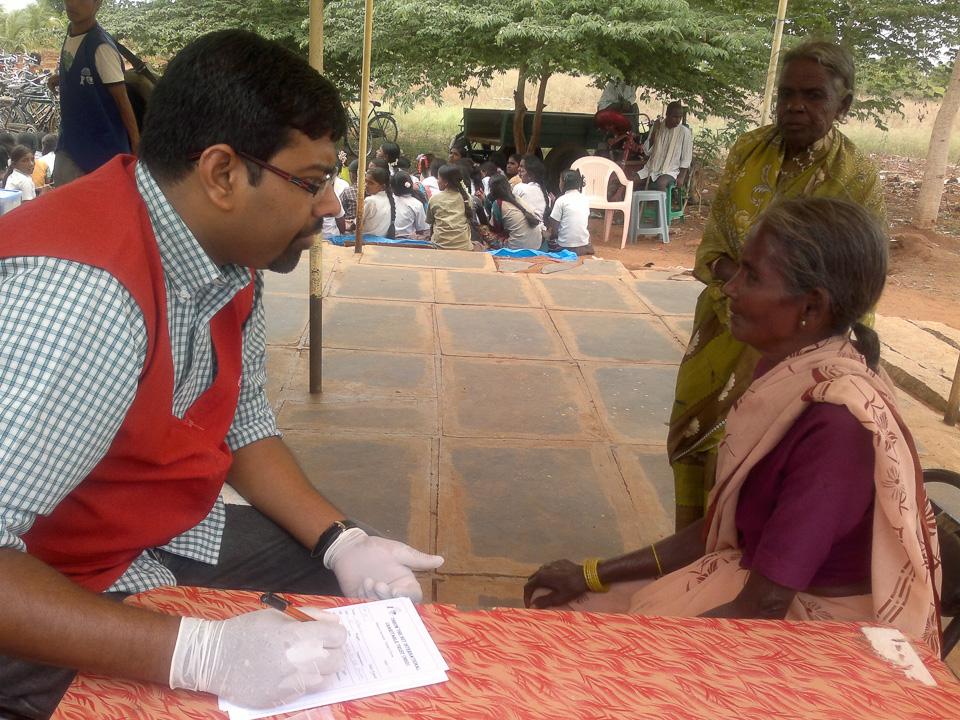 Gawribidanur, India (2012): Aula multifunzionale e ambulatorio medico itinerante