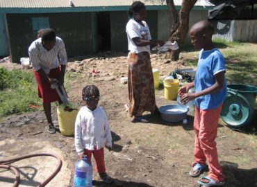 Kandisi, Kenya (2009): Acqua potabile in Kenya…come poter bere la solidarietà
