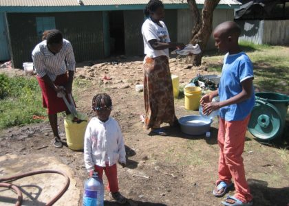 Kandisi, Kenya (2009): Acqua potabile in Kenya…come poter bere la solidarietà