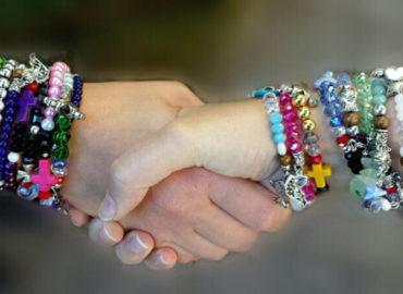 Indossa il braccialetto con la più bella storia d' Amore: la storia di Gesù.