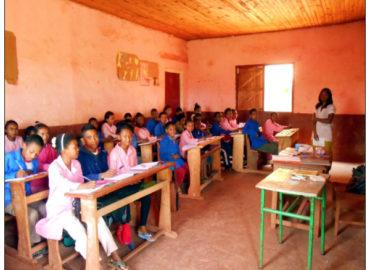 Un pasto al giorno per i bambini di Antsofinondry in Madagascar